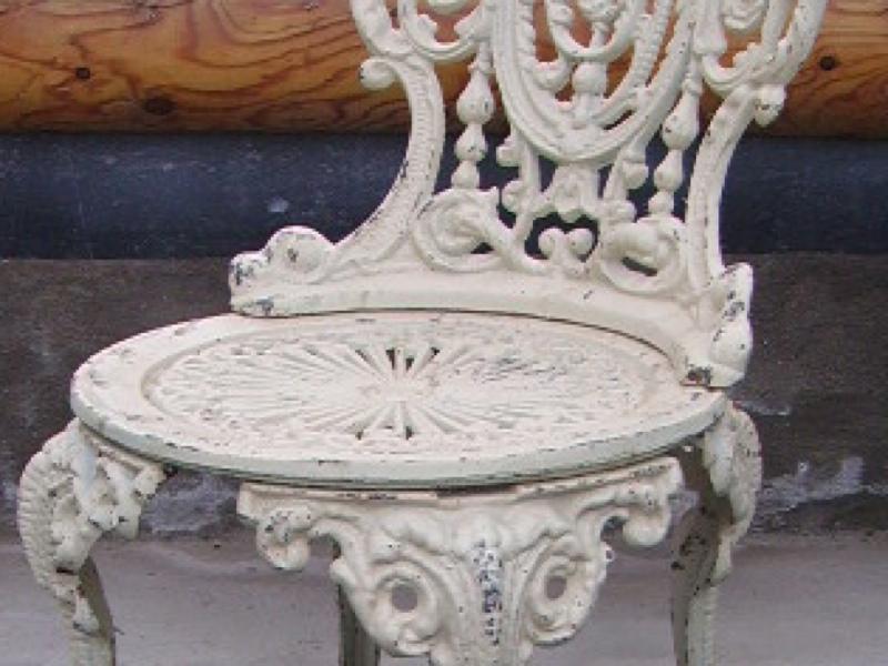 Gartenmöbel, wie aus altem Park, Gusseisen 1 Tisch + 2 Stühle ...