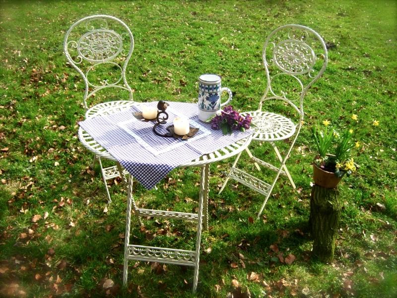 romantisch sch ne gartenm bel h bscher tisch mit 2 st hlen meran ebay. Black Bedroom Furniture Sets. Home Design Ideas