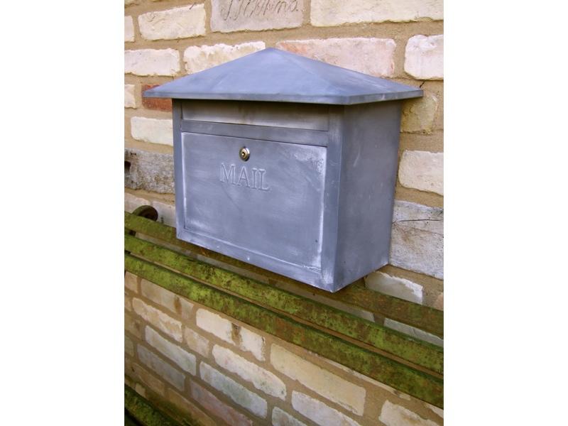 Briefkasten-Postkasten-Mail-im-Zink-Look-Laendlicher-Post-Kasten
