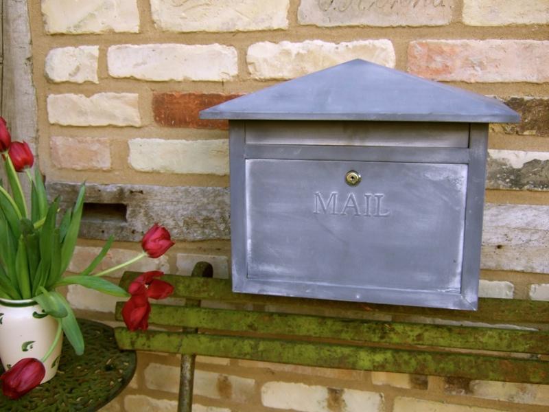 briefkasten postkasten mail im zink look l ndlicher. Black Bedroom Furniture Sets. Home Design Ideas
